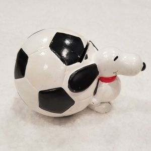 Vintage Peanuts Snoopy Soccer ball Coin bank Rare